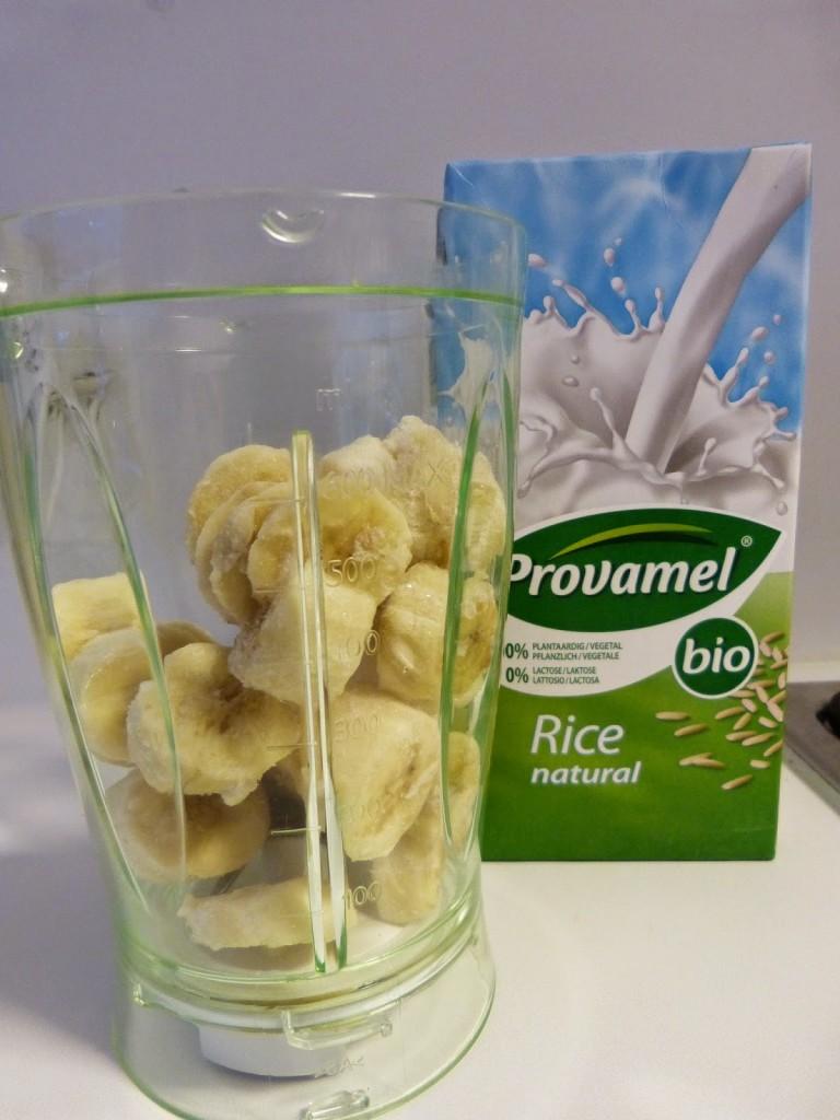 zelfgemaakt bananenijs zonder suiker of zuivel