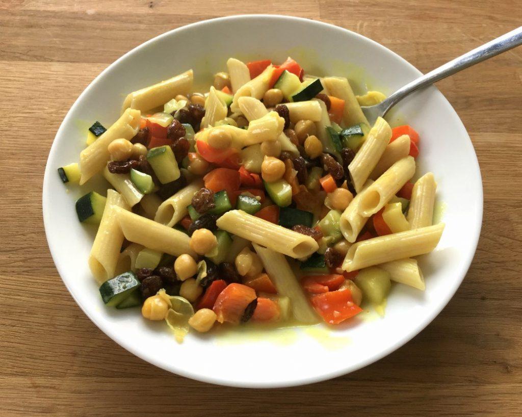 snelle curry met glutenvrije pasta en kikkererwten
