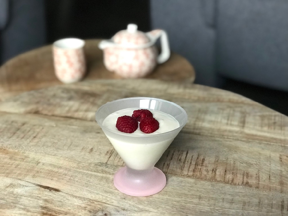 Snel gezond tussendoortje met banaan en yoghurt