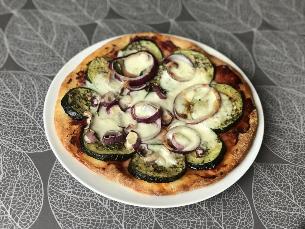 Recept voor vegetarische pizza met courgette