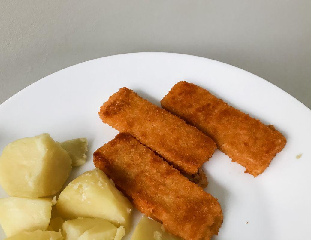 vegan fish sticks Delhaize zeesticks review