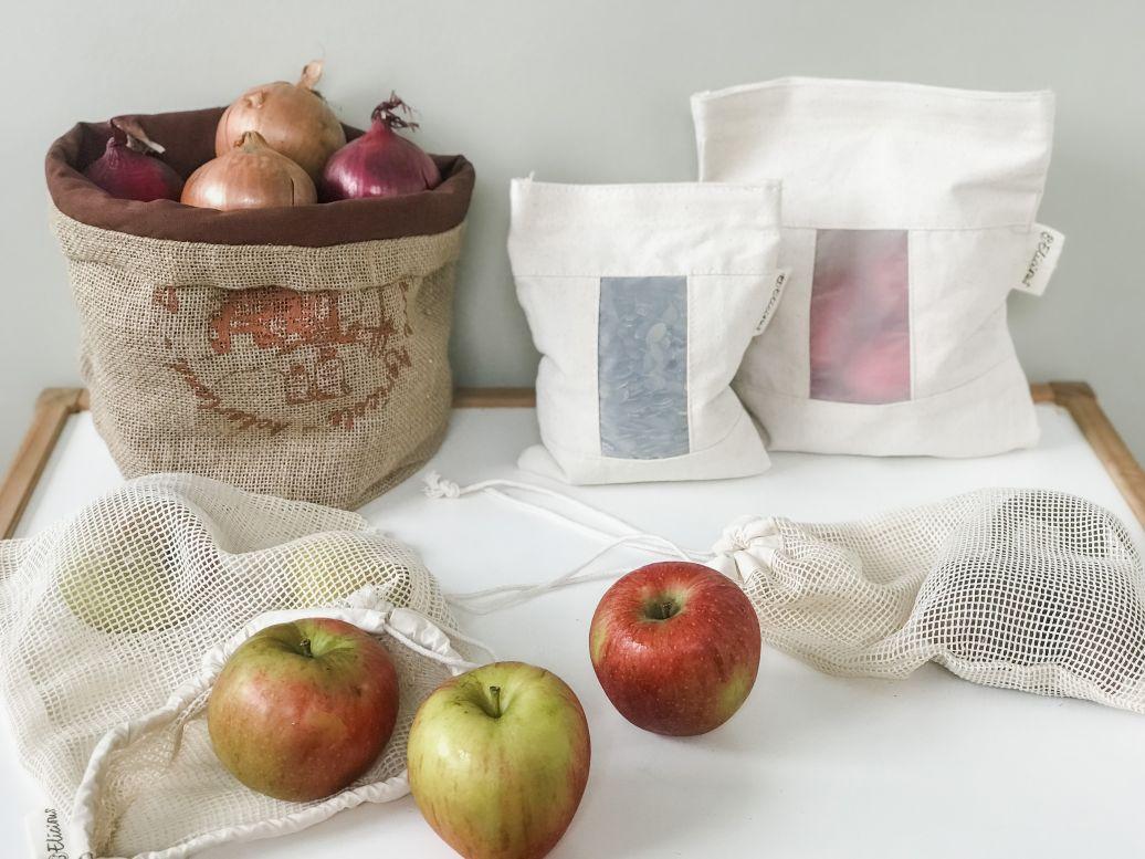 redenen om verpakkingsvrij te winkelen met herbruikbare zakjes